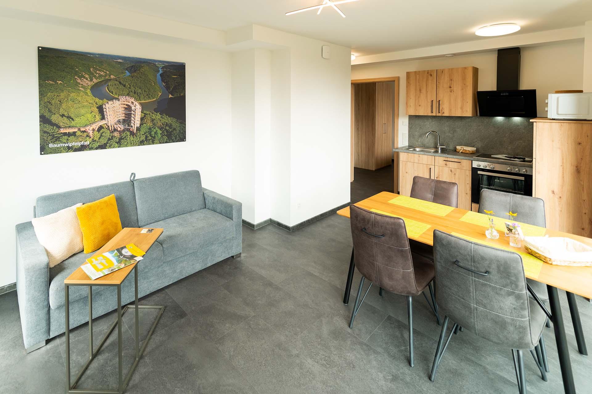 appartement-baumwipfelpfad-saarschleife-wohnbereich-esszimmer-kueche