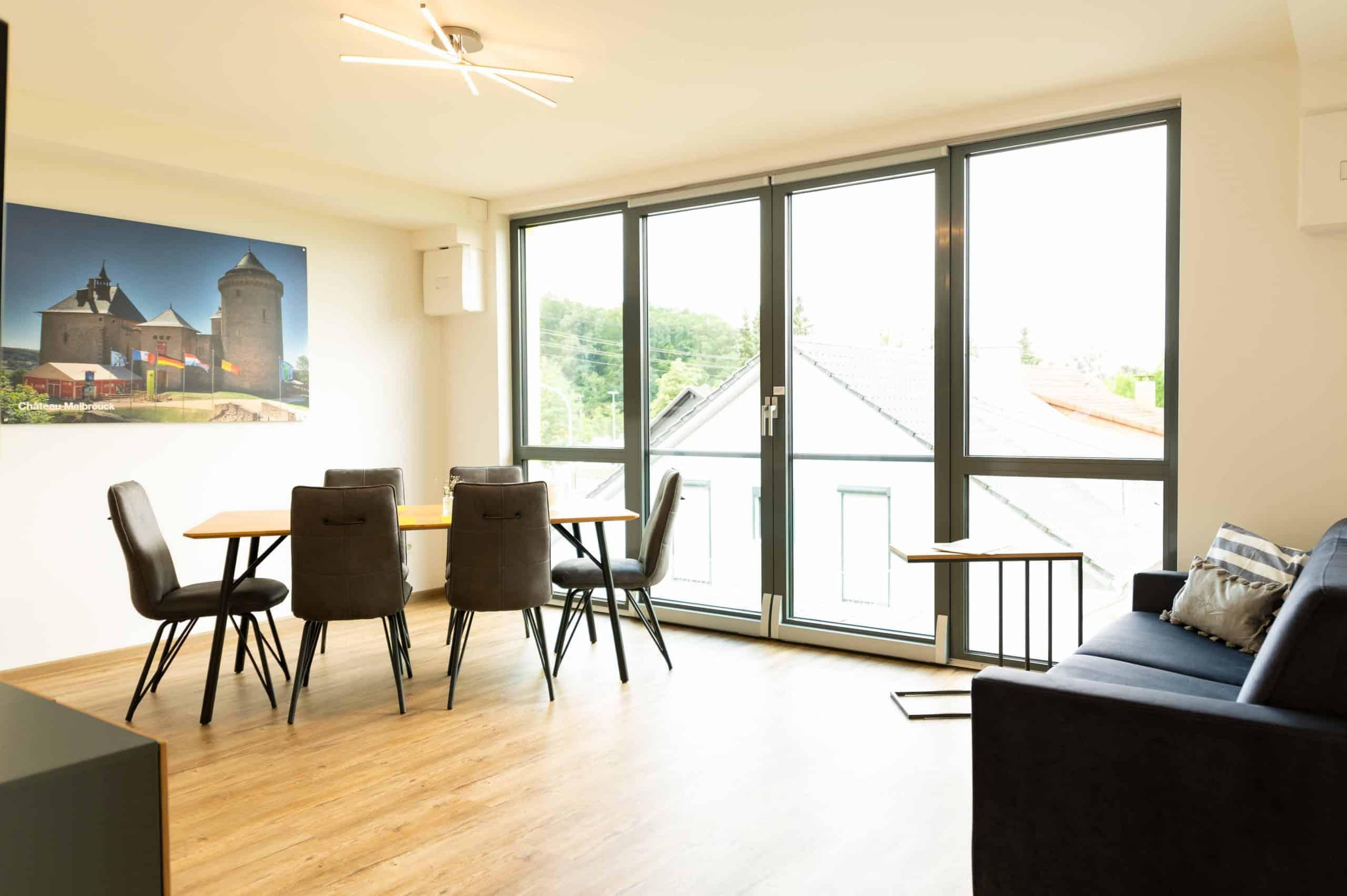 appartement-chateau-de-malbrouck-esszimmer-panorama