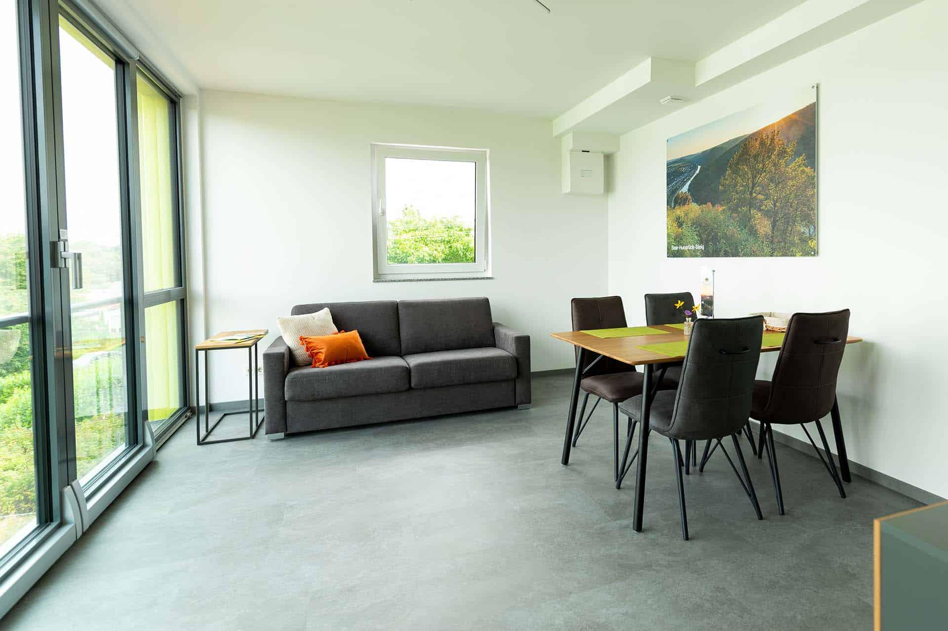 appartement-saar-hunsrück-steig-wohnbereich-essbereich