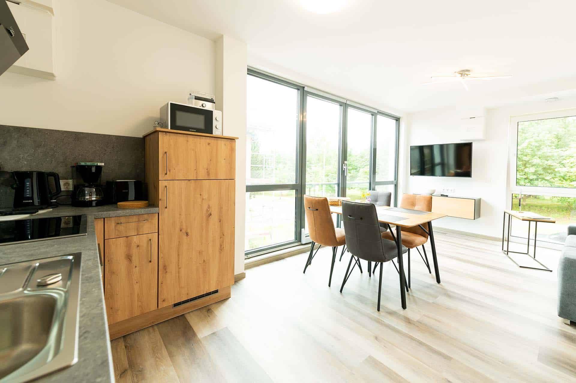 appartement-völklinger-hütte-kueche-essbereich-panorama